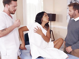 Latina wife happily fucks her big-dicked masseur