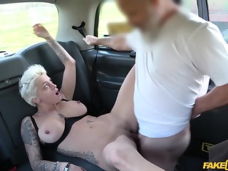 Short-haired blonde mature enjoys pussy fuck with cab driver