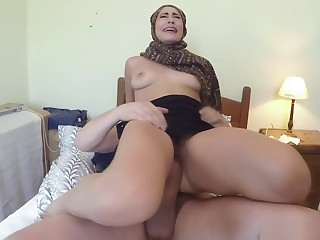 Arab slut takes pang dong while riding in hotel room