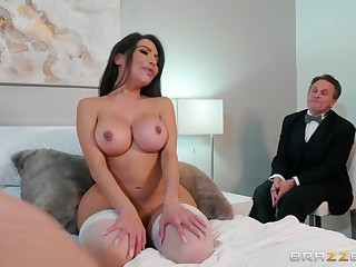 Big ass wife gets fucked connected with cuckold scenes and made to acquisition bargain