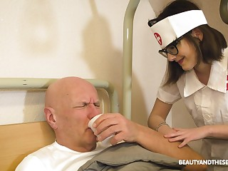 Taking nurse gives a unintended old man an amazing blowjob