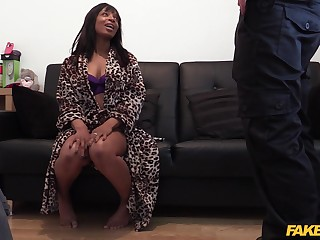 Swarthy wholesale Lola seduces the dirty fake copper to advance her scrimp escape