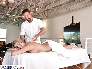Slutty wife Sophia Deluxe is deviousness on say no to beggar with handsome massage boy