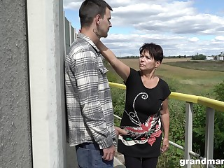 Short haired granny shamelessly gives a blowjob outdoors with an increment of fucks well