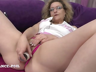 Mother cougar dildo playing before getting nailed