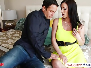 Got nude big-busted tanned MILF Kendra Lust needs pussy polishing
