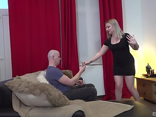 Seething blonde chick reveals her curvy ass for some nasty sexual intercourse
